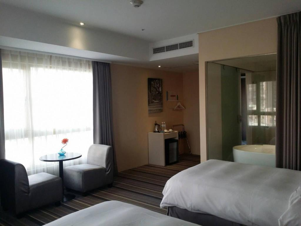 v(Hotelday Plus Tamsui)