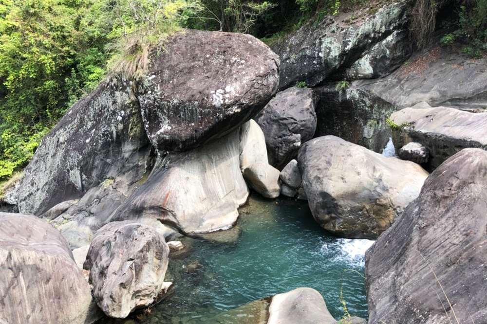新竹尖石鄉青蛙石天空步道(青蛙石瀑布)